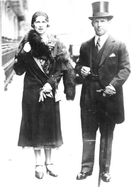 Principesa Elena (Sitta) cu fratele ei, Regele George al II-lea al Greciei.