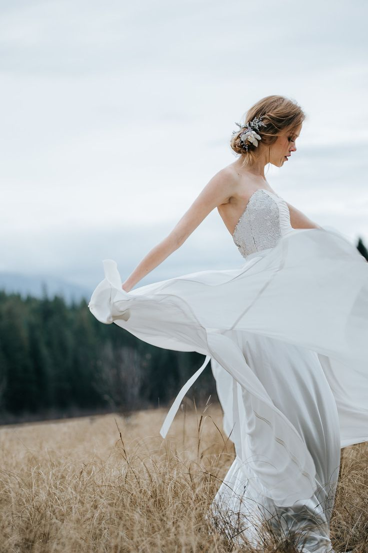 Truvelle is coming to the UK with their stunning 2016 bridal collection…