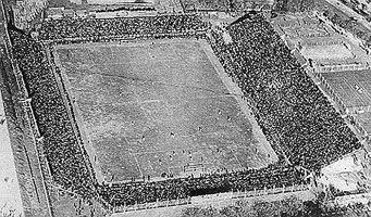 Viejo estadio de River Plate: Utilizado entre 1923 y 1938; estaba ubicado en la Avda. Alvear (hoy Avda. del Libertador) y Tagle, en diagonal a donde actualmente se encuentra Canal 7, en la plaza donde está el monumento a Artigas