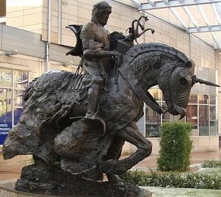 """""""Varlania"""" Tierra de leyenda.: Estatua del Caballero Medieval del Vialia de Salamanca"""