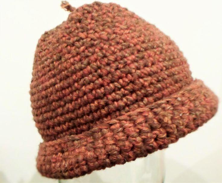 Il cappello ghianda..... ecco lasciamo stare, più che un cappello è un porta oggetti tanto è venuto rigido...... L'unica sodisfazione è che l'hanno messo entrambi i bimbi... anche se doveva essere per me. Diciamo pure che l'ho fatto e disfatto almeno 4 volte, non sono mai riuscita ad infilarlo in testa :(