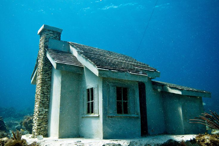 Picture of an underwater house at the Cancun Underwater Sculpture Museum (MUSA) in Cancun, Mexico