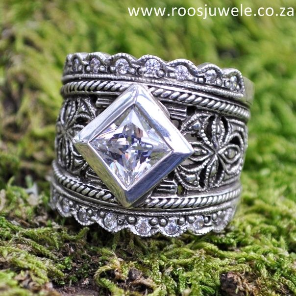 Susan Roos Juwele | Chunky blackened silver  lace ring