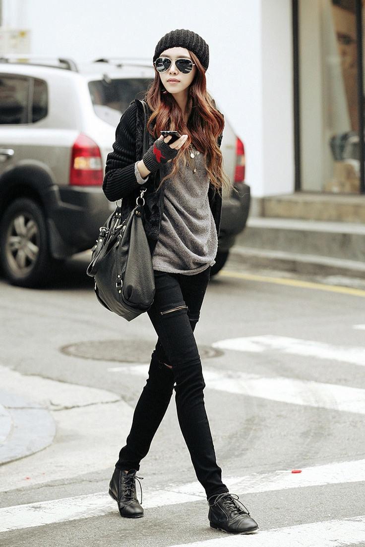 I love black and grey outfits with the beanie