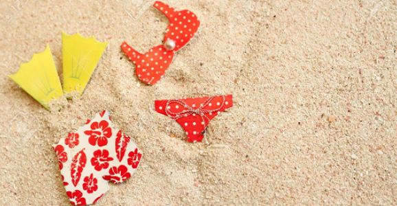 Un metodo infallibile per togliere la sabbia dai costumi ed evitare di rovinarli; basta del bicarbonato e piccoli passaggi molto semplici