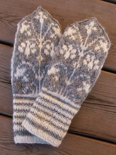 Beautiful lily patterned mittens.