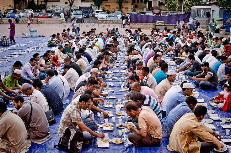 Rome June 28, 2015<br /> Immigrants from Bangladesh during Iftar, the meal to break the fast during the month of Ramadan, the meal that unites all Muslims in the table after a long day of fasting, organized by Dhuumcatu association, to district Torpignattara.