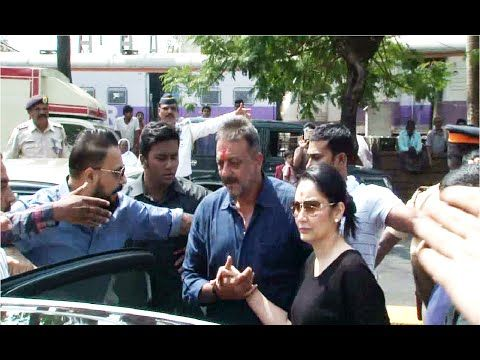 CECKOUT Sanjay Dutt visits his MOTHER'S GRAVE after releasing from Pune's Yerwada Jail. See the full video at : https://youtu.be/Afp1Is330XQ #sanjaydutt