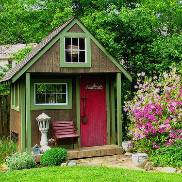 shed with fuchsia door