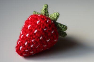 Free Crochet Pattern to make a Strawberry #crochet #pattern #strawberry