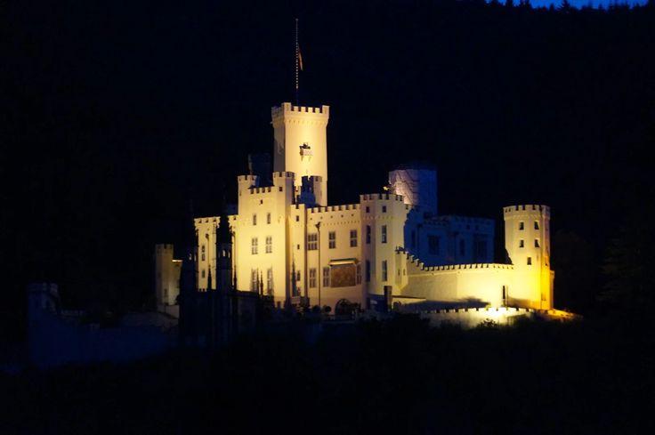 Schloss Stolzenfels in Lahnstein (bei Nacht) ©Michael Oberstaller