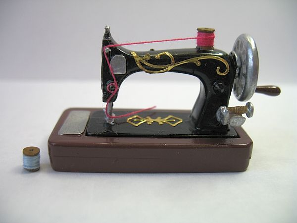 Tales from a Toymaker: A stitch in time...... miniature singer sewing machine