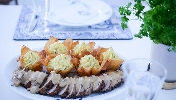 Fläskfilé med svampsås och frasiga potatiskorgar