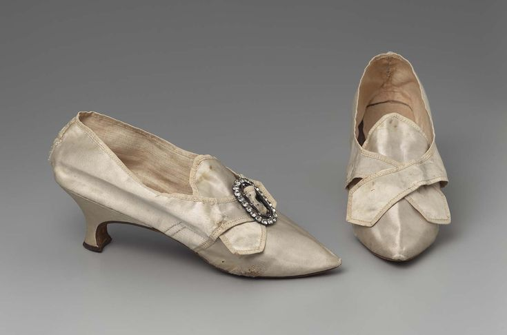 Shoes, 18thc., Made of silk satin, linen, and leather