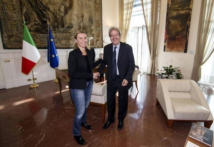 Nuevo ministro de Relaciones Exteriores Gentiloni. Hoy en el Ministerio de Relaciones Exteriores, recibida por Mogherini