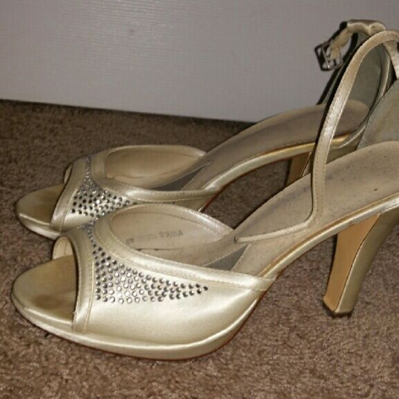 David's Bridal Wedding shoes Off white with rhinestones very comfortable only worn once David's Bridal Shoes Heels