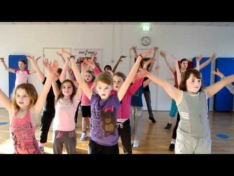 Zumba kids Waka waka - YouTube