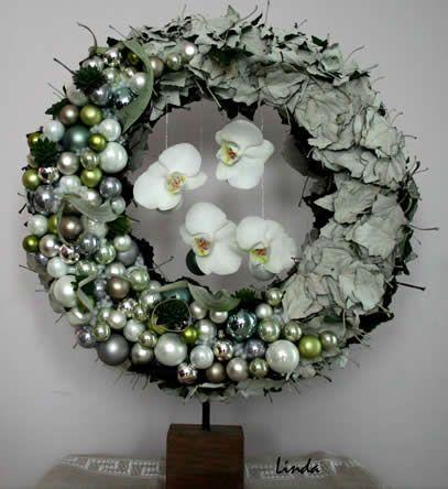 Kerstkrans op statief - Kerststukjes maken: bloemschikcursus online