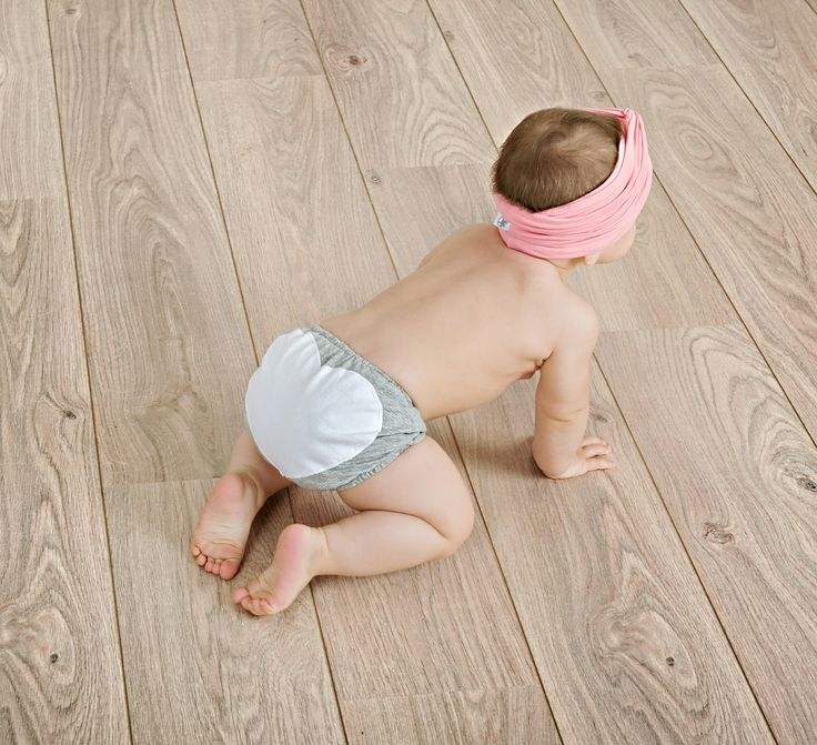 Baby bloomers with heart-shape batch for your little ones  #Minisize #SS14 #Spring #Summer Baby bloomers: http://www.minisize-sissychristidou.gr/el/babies/gkri-melanze-vrakaki-kardoula.html