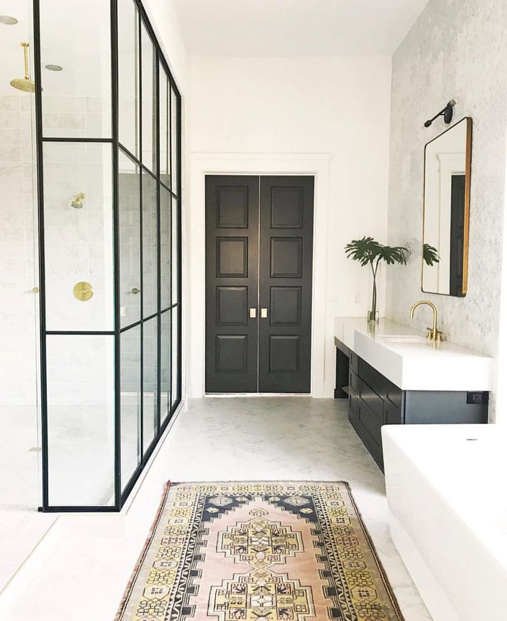 Pretty bathroom details — today on the blog we are sharing the fall trend using bold, rich accents…