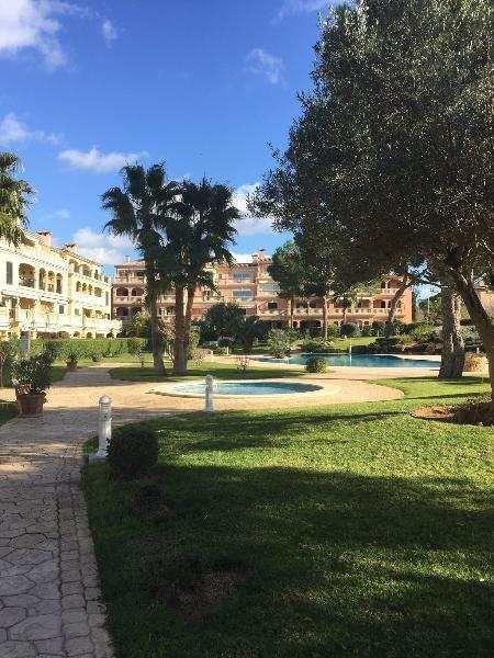 120m² EG-Wohnung mit eigenem Garten, Terrasse und G.-Pool: Erdgeschosswohnung in Puig de Ros, einer beliebten und schönen Wohngegend vor Palma, verkehrstechnisch günstig...
