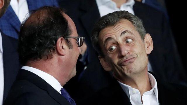 Laurel & Hardy! Dubitatif? Hilare? Nicolas Sarkozy semble très détendu face à son ancien rival François Hollande, ce mercredi 28.9.2017 dans la tribune du Parc des Princes.