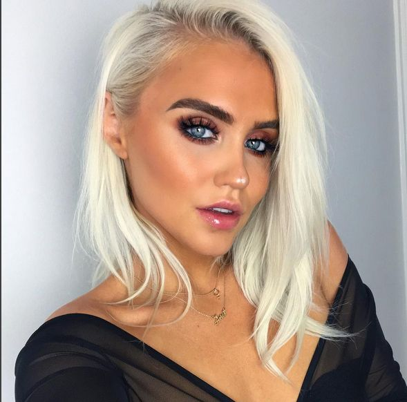 @emeliehg looking fab wearing Gloss Glacé in Crystal Clear #isadoramekup #makeupgolas #makeup #lipgloss #blond