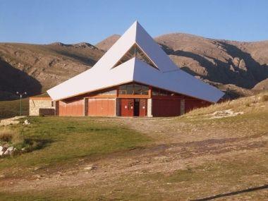 Capilla de nuestra Señora de Fátima Frente a esta capilla y cruzando la RP 76, se encuentra San Andrés de la Sierra, una villa de reciente creación.