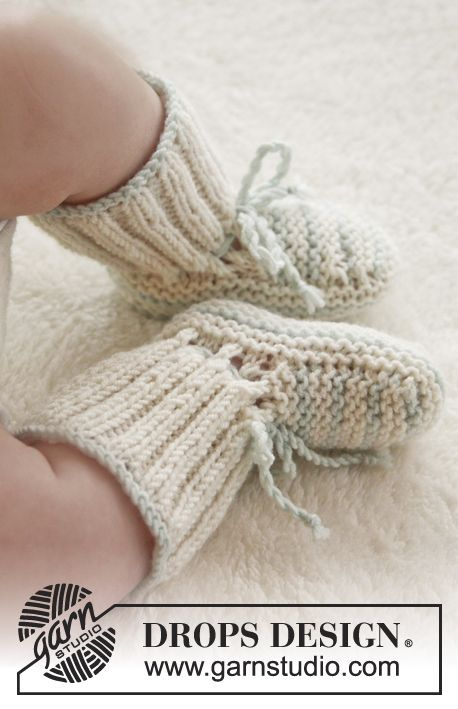 "Knitted DROPS booties in garter st in ""Baby Merino"". Size premature-4 years. ~ DROPS Design"