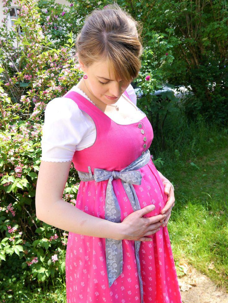 Umstandsdirndl in pink - Chiemgau Trachten in Bad Endorf #umstandskleidung #chiemgau sdirndl#chiemga#chiemgautrachten