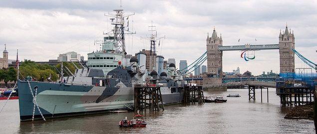Biglietti: http://shop.vivilondra.it/attrazioni-londra-biglietti/hms-belfast Inclusa nel London Pass: www.vivilondra.it/LondonPass.html  L'HMS Belfast è tra gli incrociatori più potenti e leggeri mai realizzati, il fiore all'occhiello della marina militare inglese durante la seconda guerra mondiale. Dopo numerose missioni, tra cui lo Sbarco in Normandia del 6 giugno del 1944, fu dismesso nel 1963 e ormeggiato nelle acque del Tamigi. L'HMS è ad oggi una delle navi museo più importanti al…
