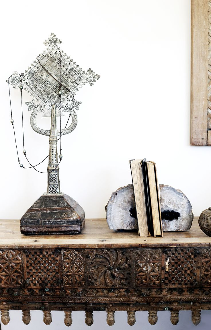 After starting her own design business nearly 10 years ago, importing earthy and tribal antiques, furniture and textile from India and Bali, Heidi Daburger came across the perfect opportunity to combine her love of interiors and renovation in a 1950's Bangalow cottage in Byron Bay. The 2 bedroom