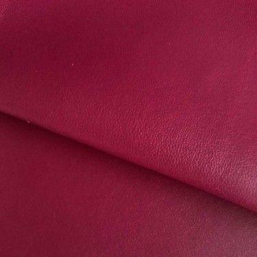 Coupon de simili cuir bordeau, aspect cuir grainé, 45x45cm