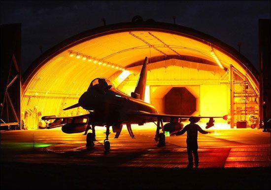 Thyphoon en refugio antiaéreo preparado para responder a una alerta de defensa aérea. Foto: Eurofighter Jagdflugzeug GmbH