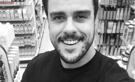 Joaquim Lopes manda beijo para a ex, Paolla Oliveira