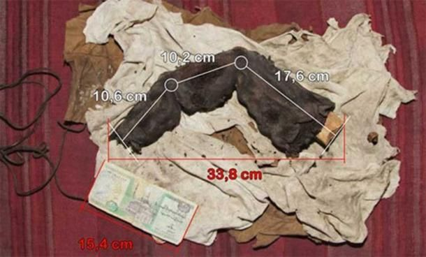 According to the German newspaper, BILD.de, a Swiss nightclub owner named Gregor Spörri took a number of photos of a mummified giant finger in 1988. The owner was a retired grave robber who was based in the district of Bir Hooker, near Sadat City, about 100 KM (62.14 miles) north of Cairo. The finger is nearly 14 inches (35cm) long and, if it is genuine, it belonged to someone estimated to have been between 15 and 16 feet (4.57-4.88 meters) tall (or someone with oversized hands!).