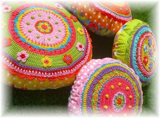 colorful beautiful pillows coussins au crochet tricots pinterest tricot crochet. Black Bedroom Furniture Sets. Home Design Ideas