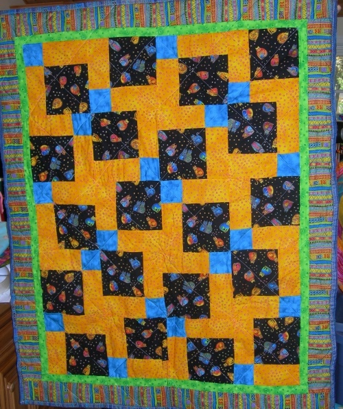 Quilt Patterns With Two Fabrics : 15 best images about 3 Color Quilts on Pinterest Quilt, 3d quilts and Hopscotch