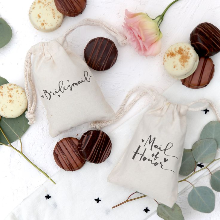 These little cotton canvas drawstring pouches make the cutest wedding favor gift bags for your guests! Simple and unique, these party goodie bags add an elegant touch to your party decor. Simply place in your cookies, sweets and treats and pull on the string to tighten. Mix and match with our napkins, place mats and table runners to create a gorgeous wedding table setting! #cottonandcanvasco #favorbags #favors #gift #wedding #bridesmaid #maidofhonor #cute #love