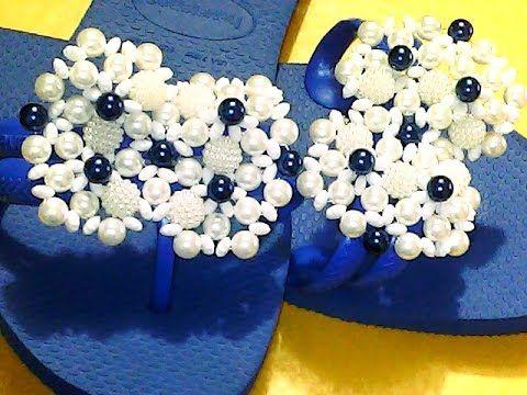 Flor com pérola grão de arroz /Usei 9 pérolas grão de arroz branca e 9 pérolas ñ 6 dourada /nylon 35 e agulha Essa flor serve para vários trabalhos! Ai é só ...