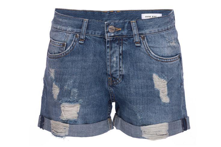 Unos 'shorts' desgastados ('vintage' o no) Dicen que la mejor forma es cortar tus jeans y transformarlos en shorts, sin embargo puedes conseguir unos lindos Short en todas las tiendas. Algunas famosas insisten que la regla dice que si muestras las piernas no muestres el ombligo. #Moda #Weekend #Woman #Mujer #Dress #Vestidos #Black #Style #Navidad #YoSoyUnaChicaMuse #Fashion #Model #ModaFemenina #InstaModa #Clothes #Jeans #OutFit #Colombia #Bogota #Barranq