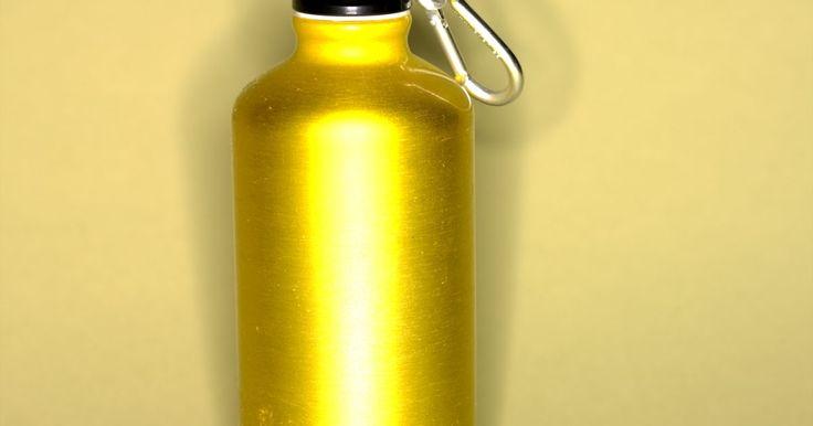 Como matar o mofo em garrafas de metal. As garrafas para beber de metal são a nova moda para os mestres das academias de ginástica e amantes de hidratação. Elas prometem não ter produtos químicos perigosos, enquanto são convenientes e reutilizáveis. O que elas não podem prometer, no entanto, é que estão livres de mofo. O mofo ainda faz a sua aparição ameaçadora quando a garrafa não é ...