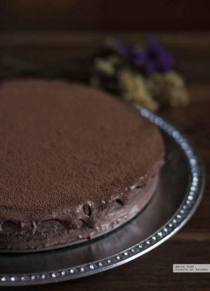 Te explicamos paso a paso, de manera sencilla, la elaboración de la receta tarta de mousse de chocolate y Baileys. Ingredientes, tiempo de elaboración