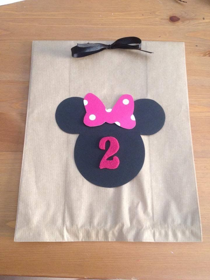 Paper gift bag of Minnie in black and pink