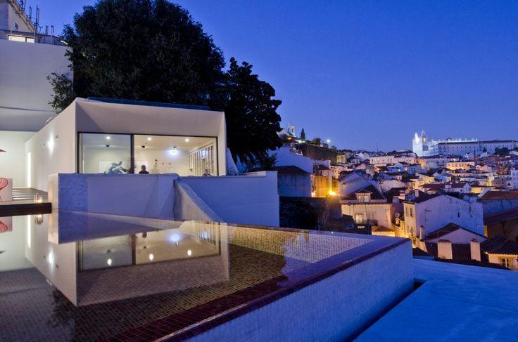 """O lisboeta Memmo Alfama é um dos finalistas à distinção """"Best Urban Hotels 2014"""" da 'Wallpaper', """"bíblia"""" mundial do design e tendências. E é o único hotel português da lista."""