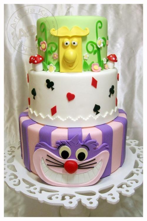 Alice in Wonderland Themed Cake  www.decorazionidolci.it  Idee e strumenti per il #cakedesign