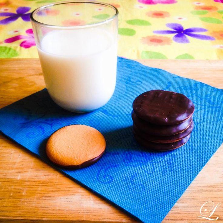 Fiocchi di neve e foglie di tè: Cookies glassati al cioccolato