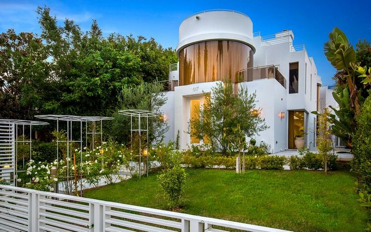 Fobes annual list of America's most expensive ZIP codes was compiled by Altos Research. The median price of the homes listed for sale in Atherton through October last year was $9.69 million, making 94027 the most expensive ZIP code in the USA. @expensivehomes presents the priciest neighborhoods this year. TAKE A LOOK! ➤ Explore The Most Expensive Homes around the world on our website! #mostexpensive #mostexpensivehomes #themostexpensivehomes #luxuryrealestate #luxuryneighborhoods…