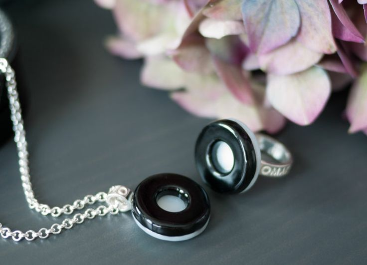 O- jewelery set in glass and silver