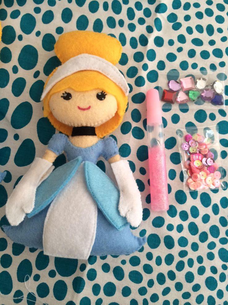 Pipoka Play Kits: Como sería tu princesa? Play kit de princesa y accesorios hechos en fieltro. Incluye pegante y figuras decorativas para que puedan crear la princesa como cada una quiera. Ideal para sorpresas y regalos. Pedidos a pipoka@pipokaplaykits.com